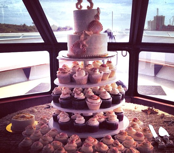 Seahorse Wedding Cake & Cupcake Table