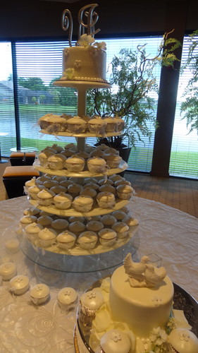 White Wedding Cupcakes with Matching Cake